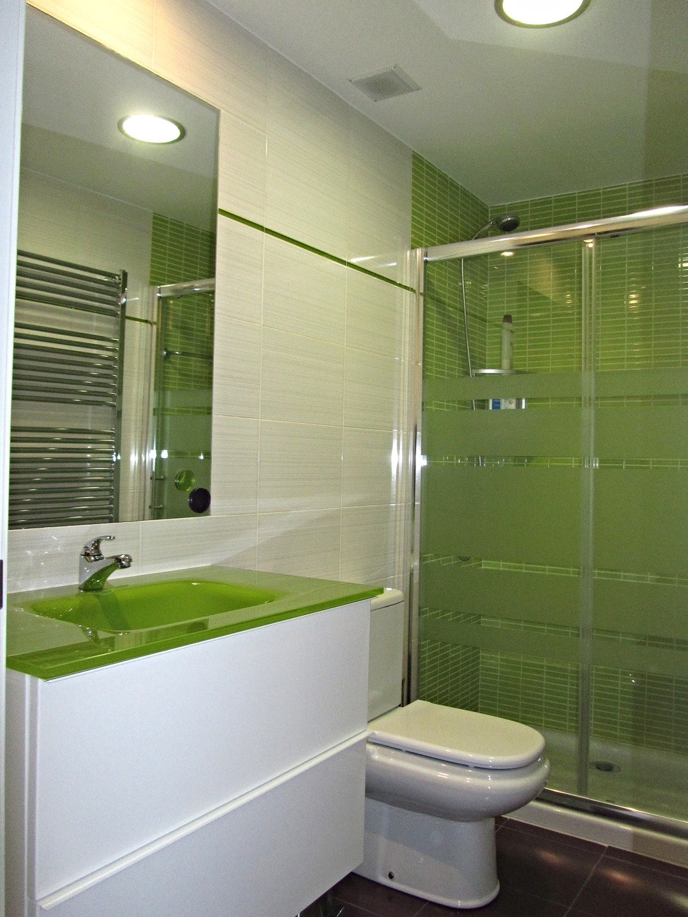 Baño de invitados (planta superior)