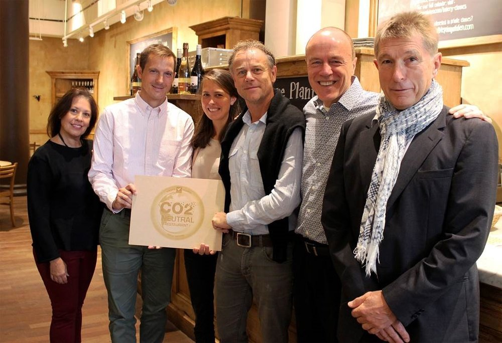 LPQ staff with the CO2 Logic certification plaque.