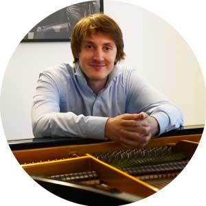 """<a href=""""http://www.klavierstunde-muenchen.de/stefan-ullmann/"""">Stefan Ullmann</a>"""