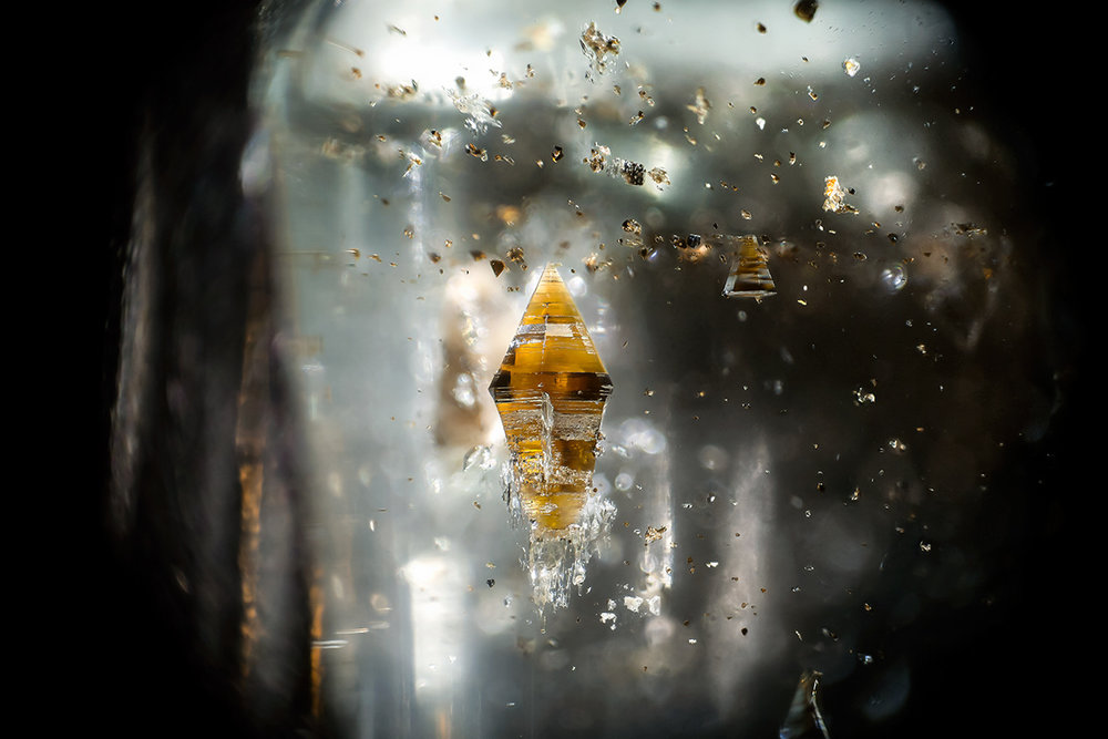 Biotite in topaz © Danny J Sanchez Brazil Field of view = 3.8mm • Depth of field = 0.875mm