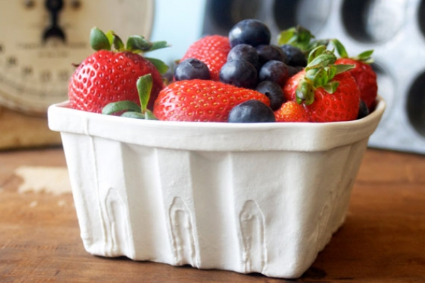 HERITAGE EDITION PORCELAIN BERRY BASKET