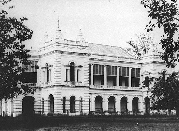 Town Hall in 1880     Photo from: http://commons.wikimedia.org/wiki/File:Town_Hall,_Singapore_-_c_1880.jpg