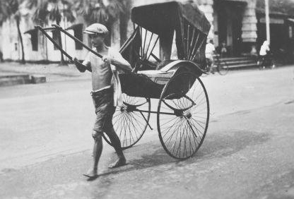 Many sinkeh coolies plied the labour-heavy, exhausting trades, such as being a rickshaw puller.