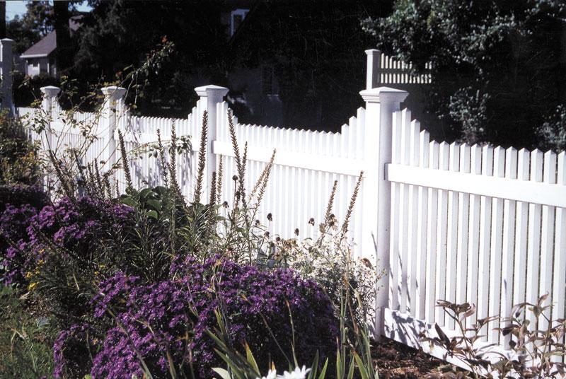 "48"" bunkerhill   Yard enclosure and garden backdrop"
