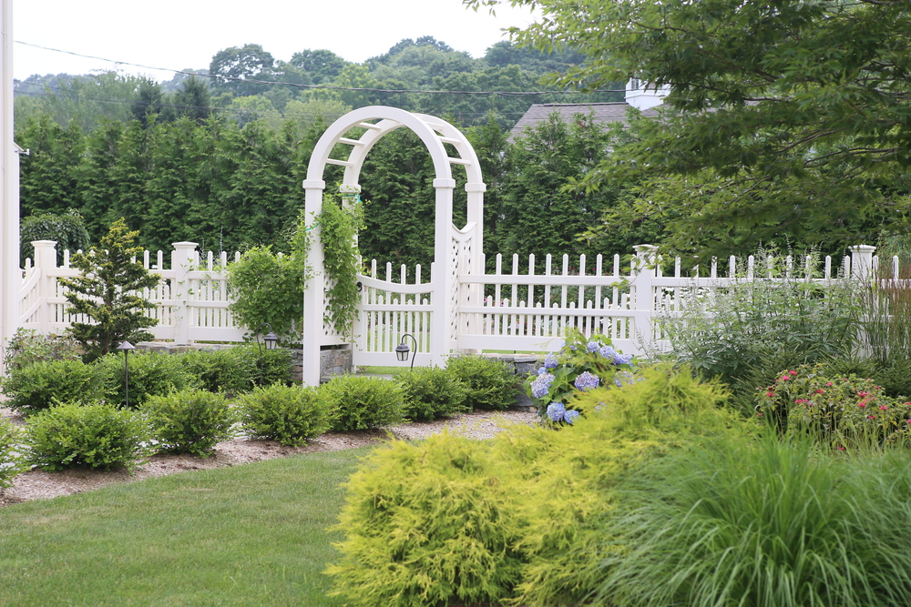 Staggered Chestnut Hill with Garden Arbor