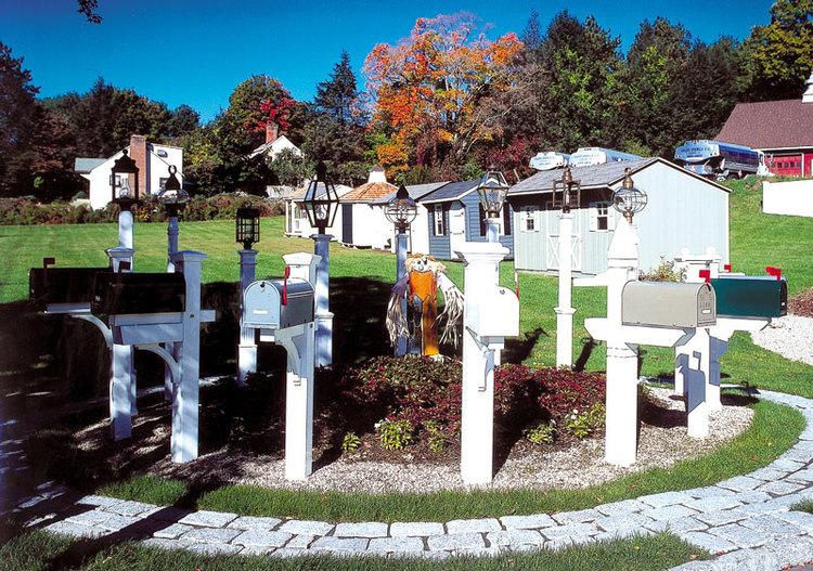 white-wood-lantern-posts.JPG