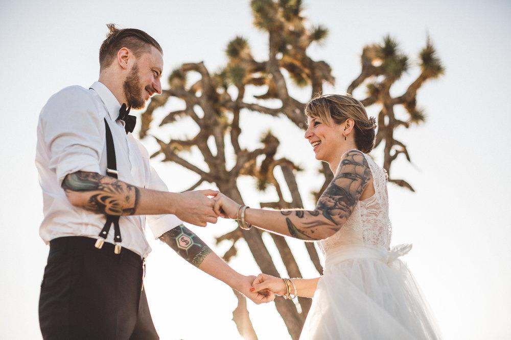 meike-and-rene-las-vegas-desert-elopement29.jpg