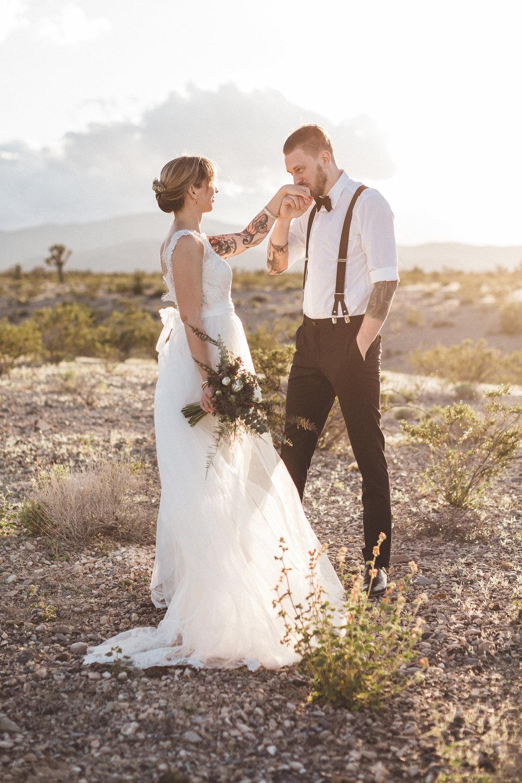 meike-and-rene-las-vegas-desert-elopement41.jpg