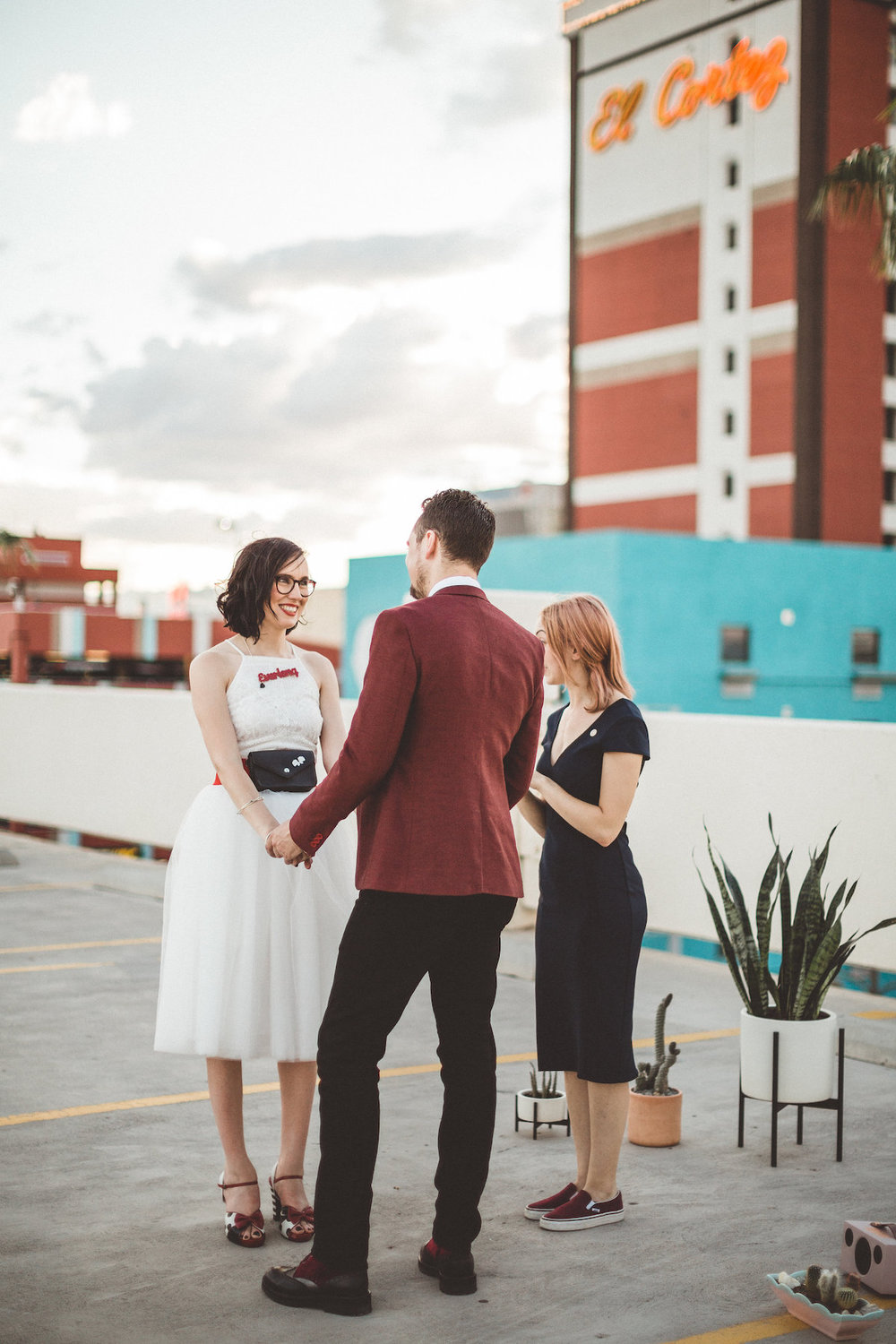 004A6044-downtown-las-vegas-rooftop-elopement.jpg