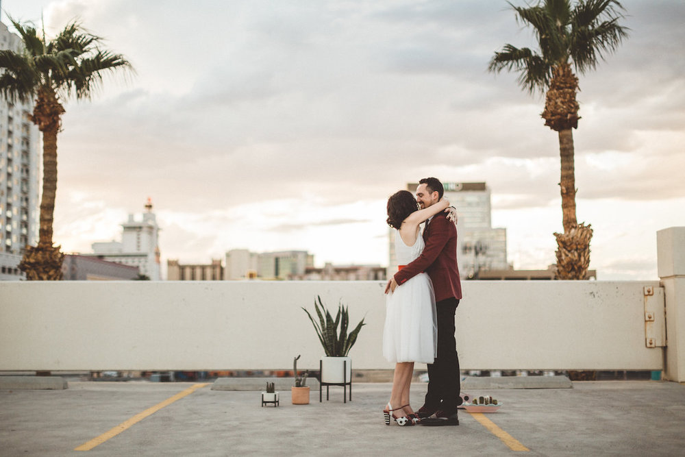 004A6130-downtown-las-vegas-rooftop-elopement.jpg