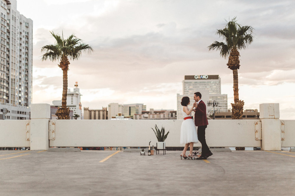 004A6176-downtown-las-vegas-rooftop-elopement.jpg