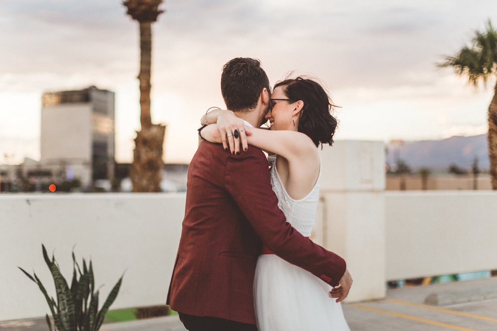 004A6240-downtown-las-vegas-rooftop-elopement.jpg