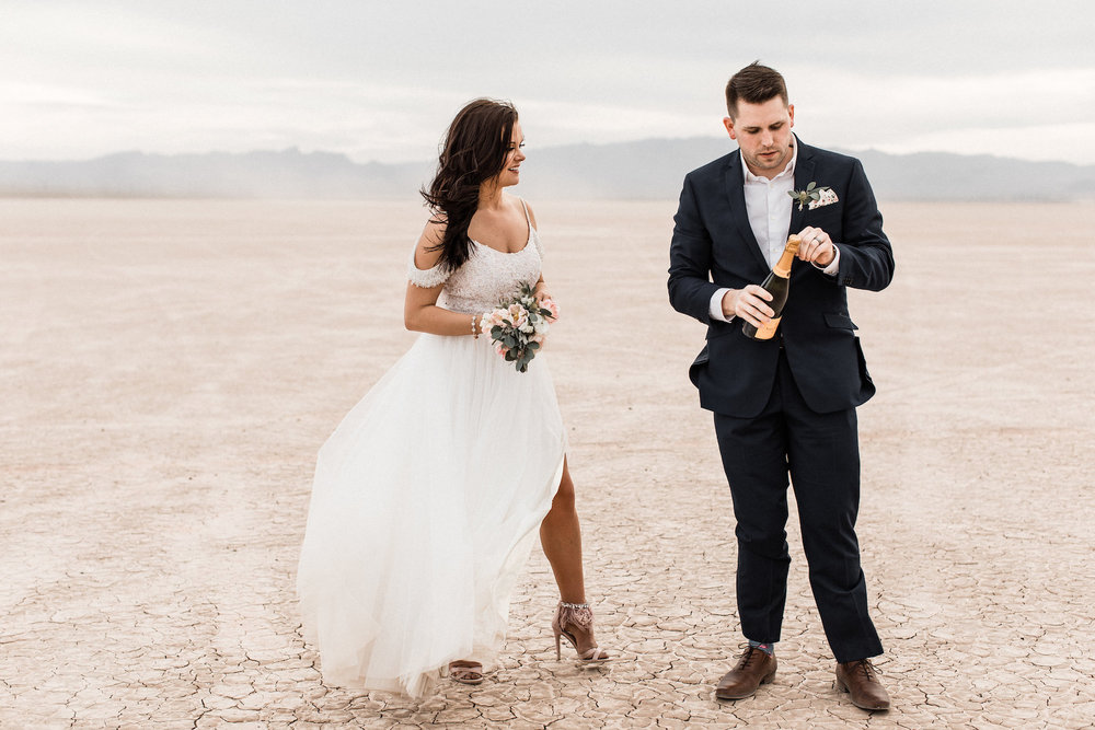 las vegas dry lake bed florapop wedding00032.jpg