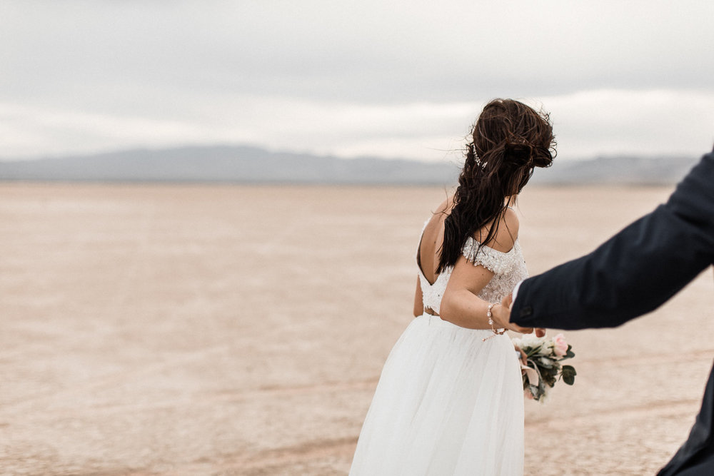 las vegas dry lake bed florapop wedding00035.jpg