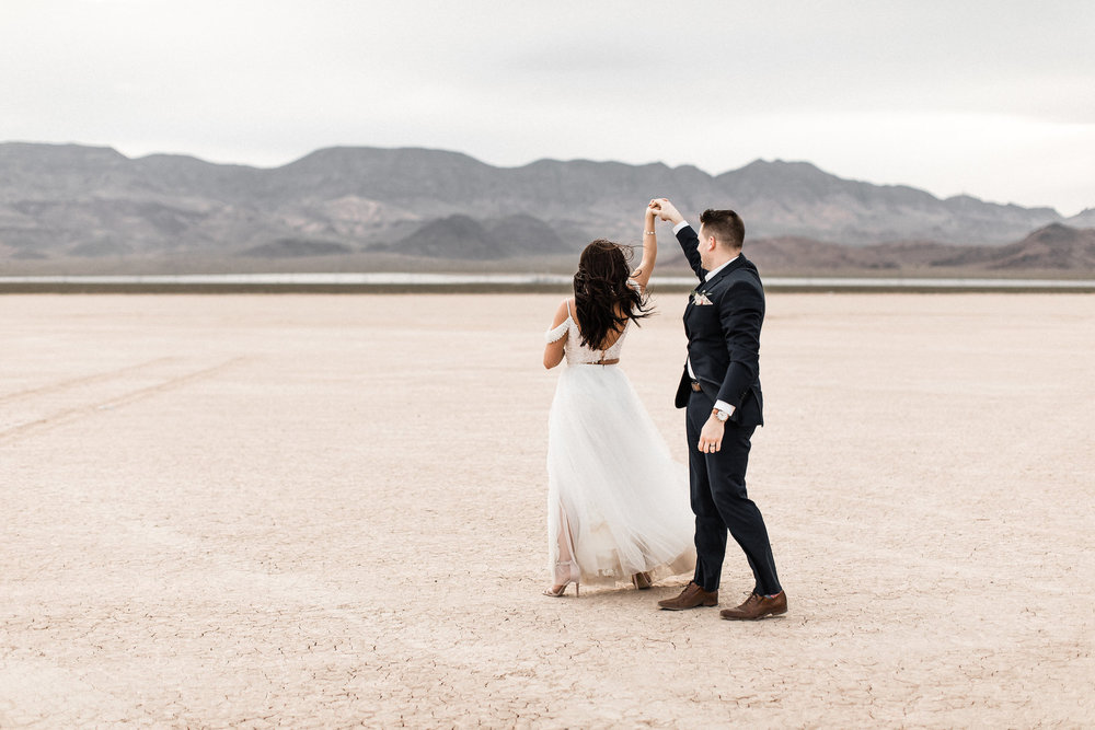 las vegas dry lake bed florapop wedding00037.jpg