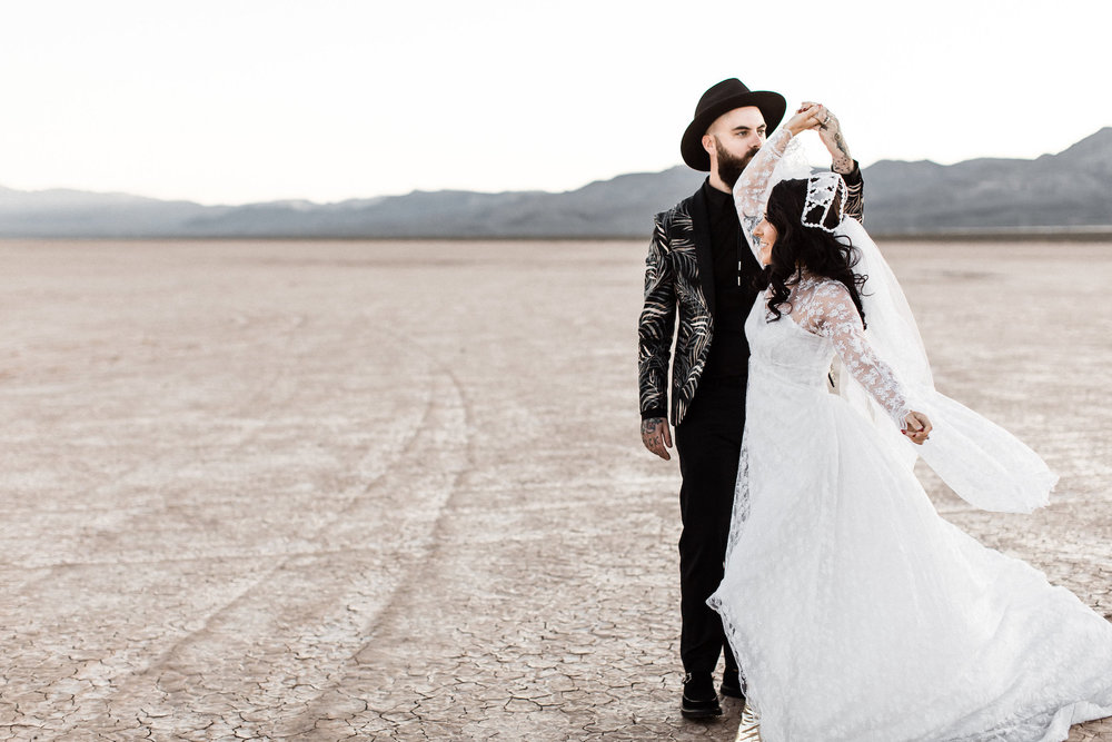 las vegas dry lake bed elopement00034.jpg