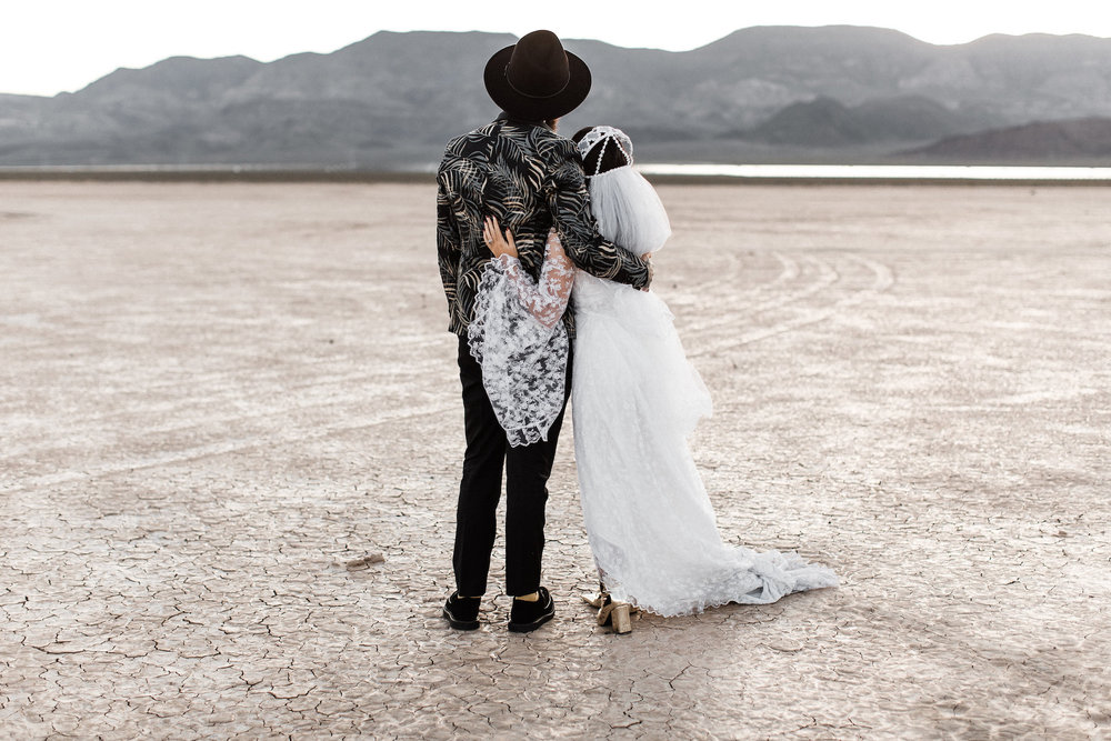 las vegas dry lake bed elopement00037.jpg
