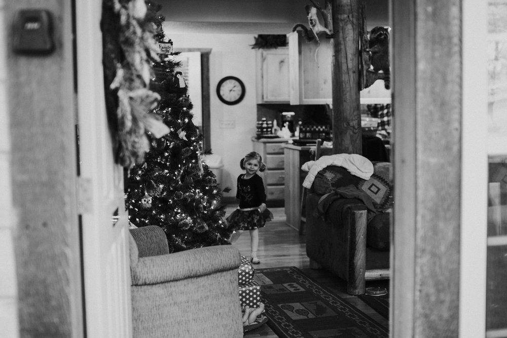 Christmas 2016 | Hannahill Photography | Branson, MO | Documentary Family Photography | a portrait of my niece in the doorway