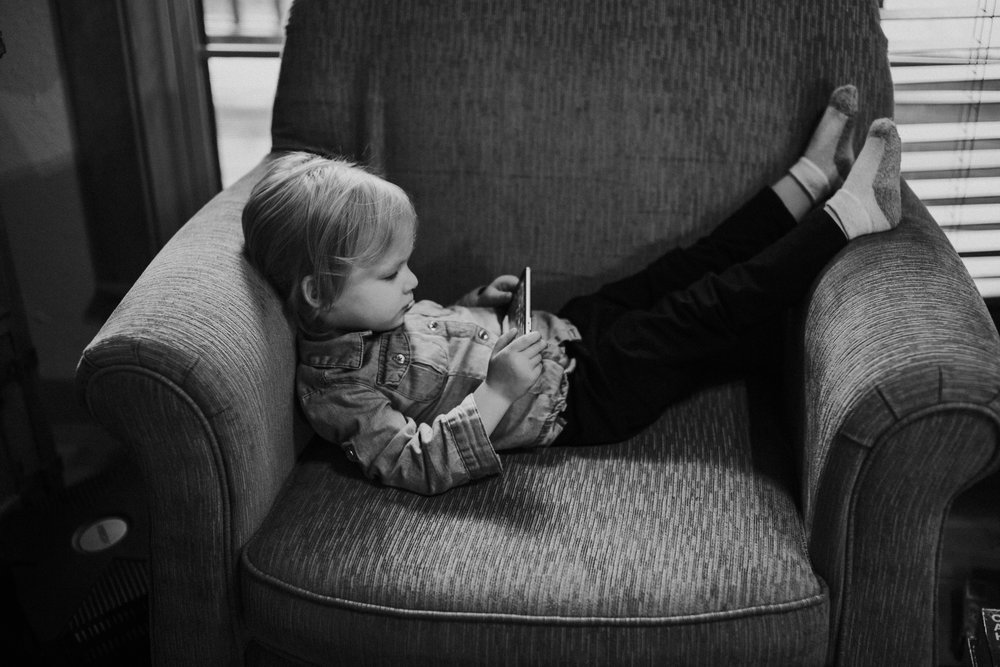 Christmas 2016 | Hannahill Photography | Branson, MO | Documentary Family Photography | a portrait of my niece during her quiet time