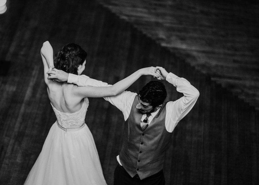 the bride and groom dances at their reception | Shelbie & Jospeh's Summer Love Story : Kansas City Wedding | Hanna Hill Photography