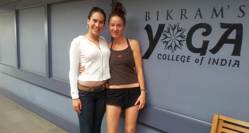 Devant le studio Bikram Yoga à Santa Barbara en Californie