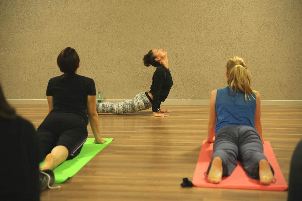 Flexion arrière pour assouplir la colonne vertébrale.