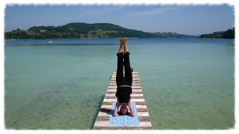 La posture de Yoga shirshasana aide à une meilleur circulation.