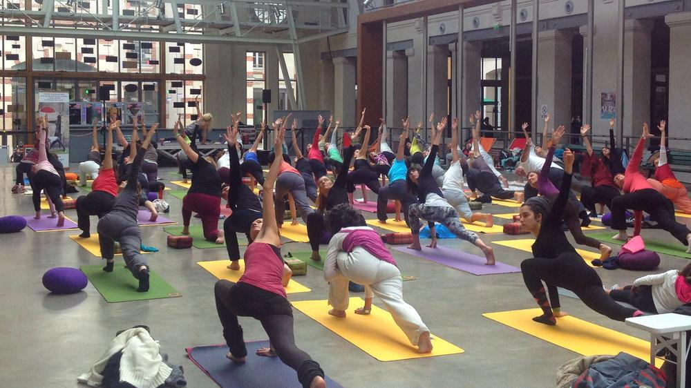 Cours de Yoga à Paris avec Charlotte Saint-Jean de yogachezmoi.