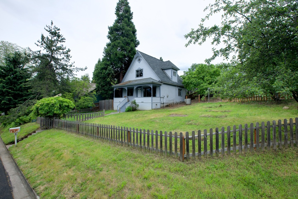 860 Ashland St., Ashland, OR  — click to view gallery