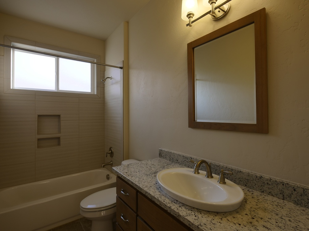 08_Bathroom_1030778.jpg