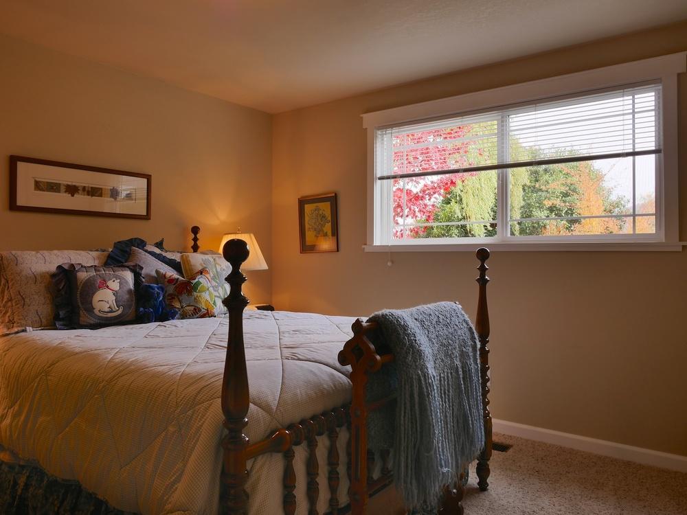 09_Bedroom2_1400GreenMeadowsWayAshland_2014-11-12_15-05-50_P1250243_©JosephLinaschke2014.jpg