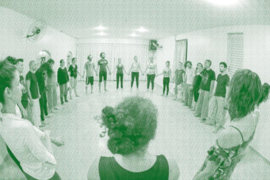 Participantes em roda no projeto Chama Casacorpo.