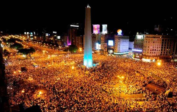 Imagen: http://ezequielmeler.wordpress.com/2012/11/09/la-movilizacion-del-8n/