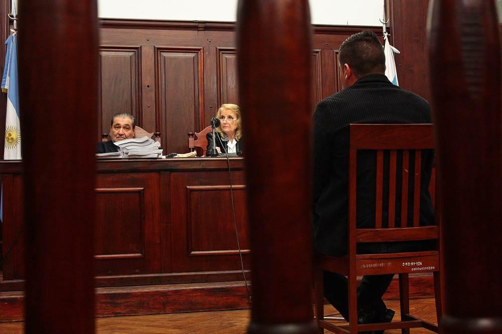 Mondino Becero, policía imputado por el homicidio de Ismael, declarando en la primera audiencia.
