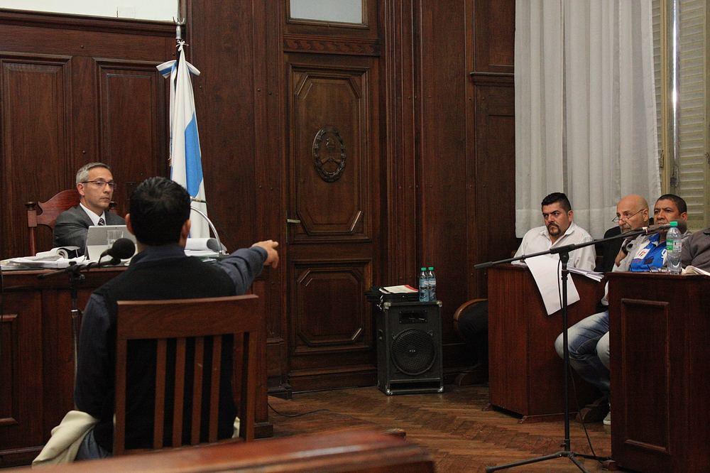 Alejandro Álvarez señala a Becero como el autor del golpe a Isamel Lucena.