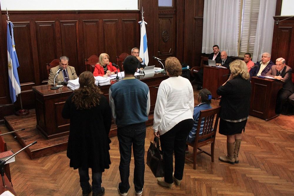 Cada tanda de testigos que declaró durante las audiencias juró ante el tribunal decir la verdad sobre los hechos.