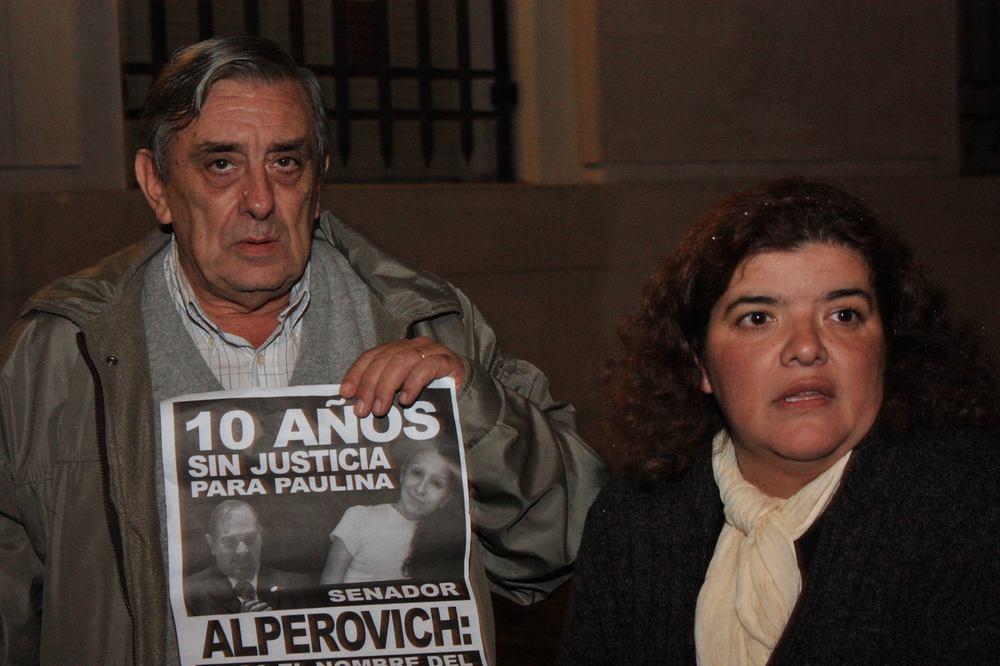 Alberto Lebbos, padre de Paulina, joven asesinada en el 2006, se acercó a Tribunales a brindar su apoyo a la familia de Ismael.