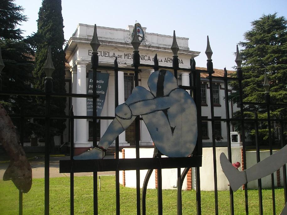 Escuela de Mecánica de la Armada, actual Espacio Memoria y Derechos Humanos |  Oscar Valdebenito , bajo licencia  CC BY-SA 3.0 .