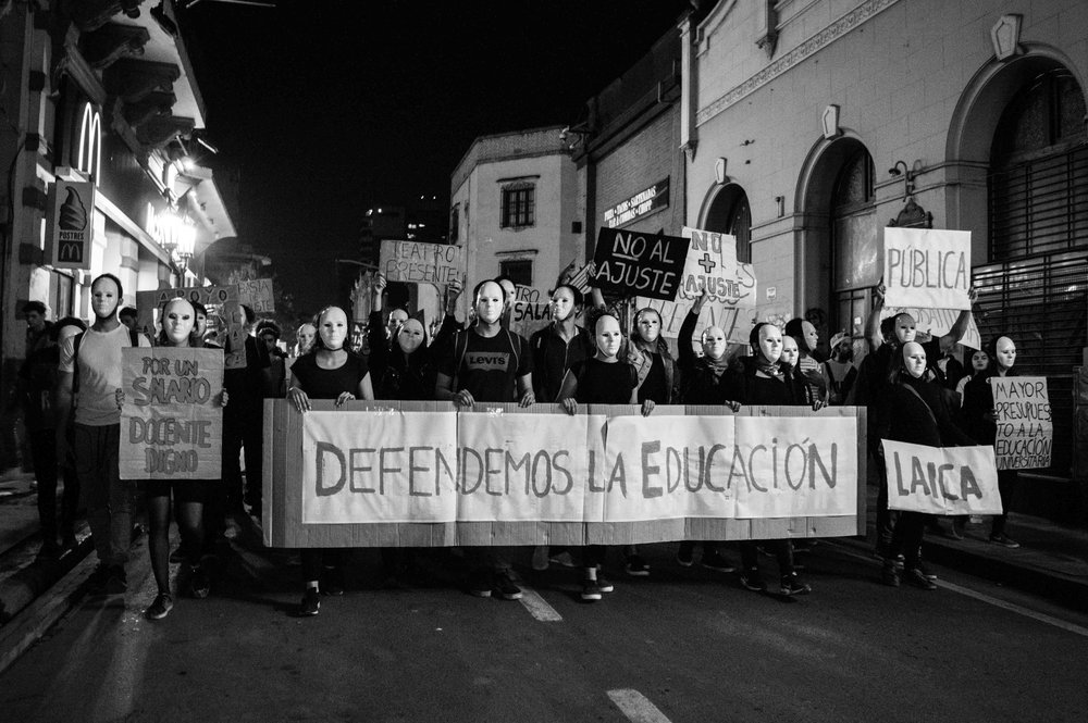 marcha-antorchas-docentes-universitarios-tucuman (1).jpg