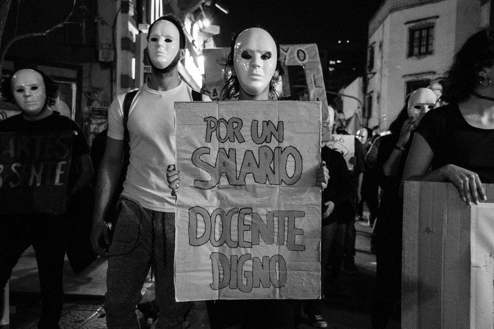 marcha-antorchas-docentes-universitarios-tucuman (2).jpg