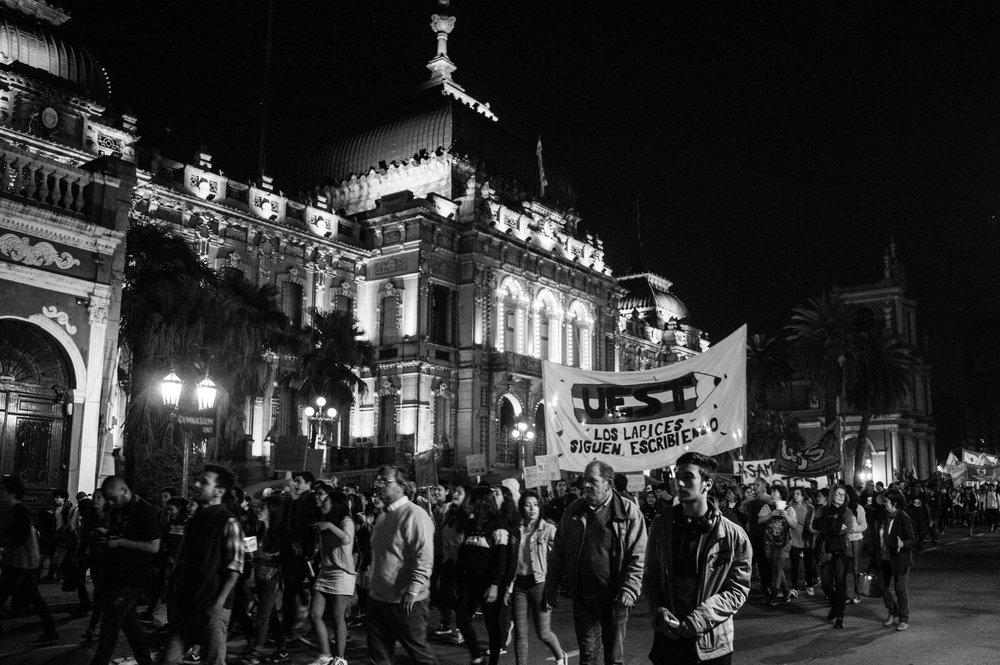 marcha-antorchas-docentes-universitarios-tucuman (10).jpg