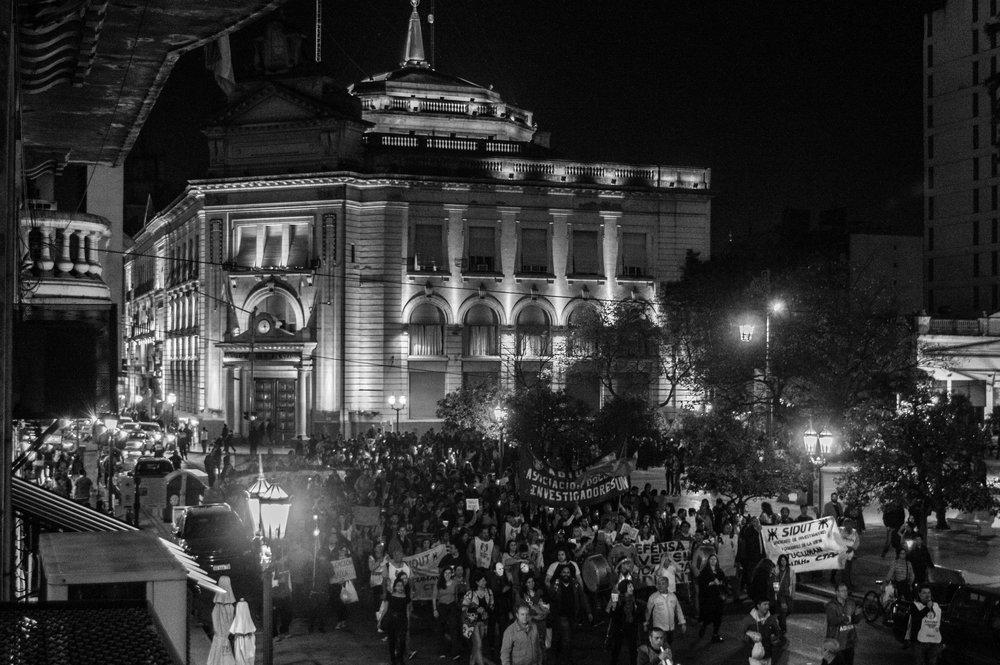 marcha-antorchas-docentes-universitarios-tucuman (11).jpg