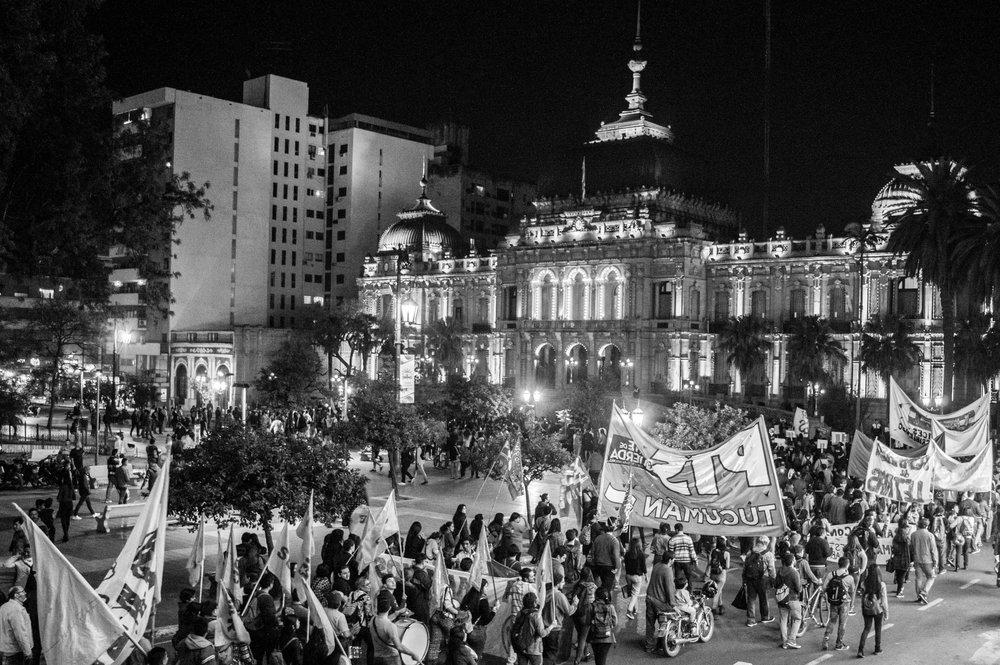 marcha-antorchas-docentes-universitarios-tucuman (13).jpg