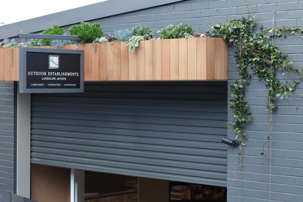 Outdoor Establishments Planter box & Succulents