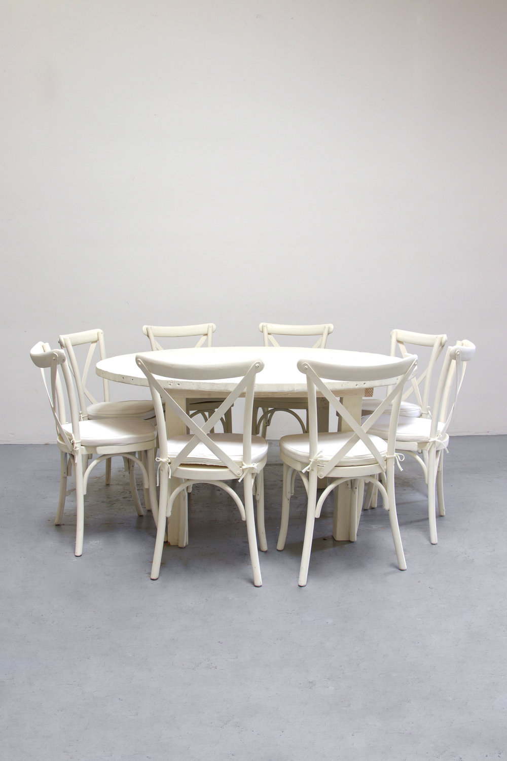 $145 1 Round Vintage White Farm Table w/ 8 Cross-Back Chairs