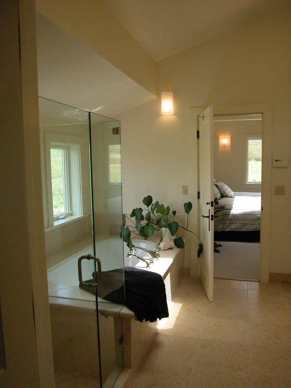 00_MasterBath_Tub_Shower1_Oak Glen.JPG