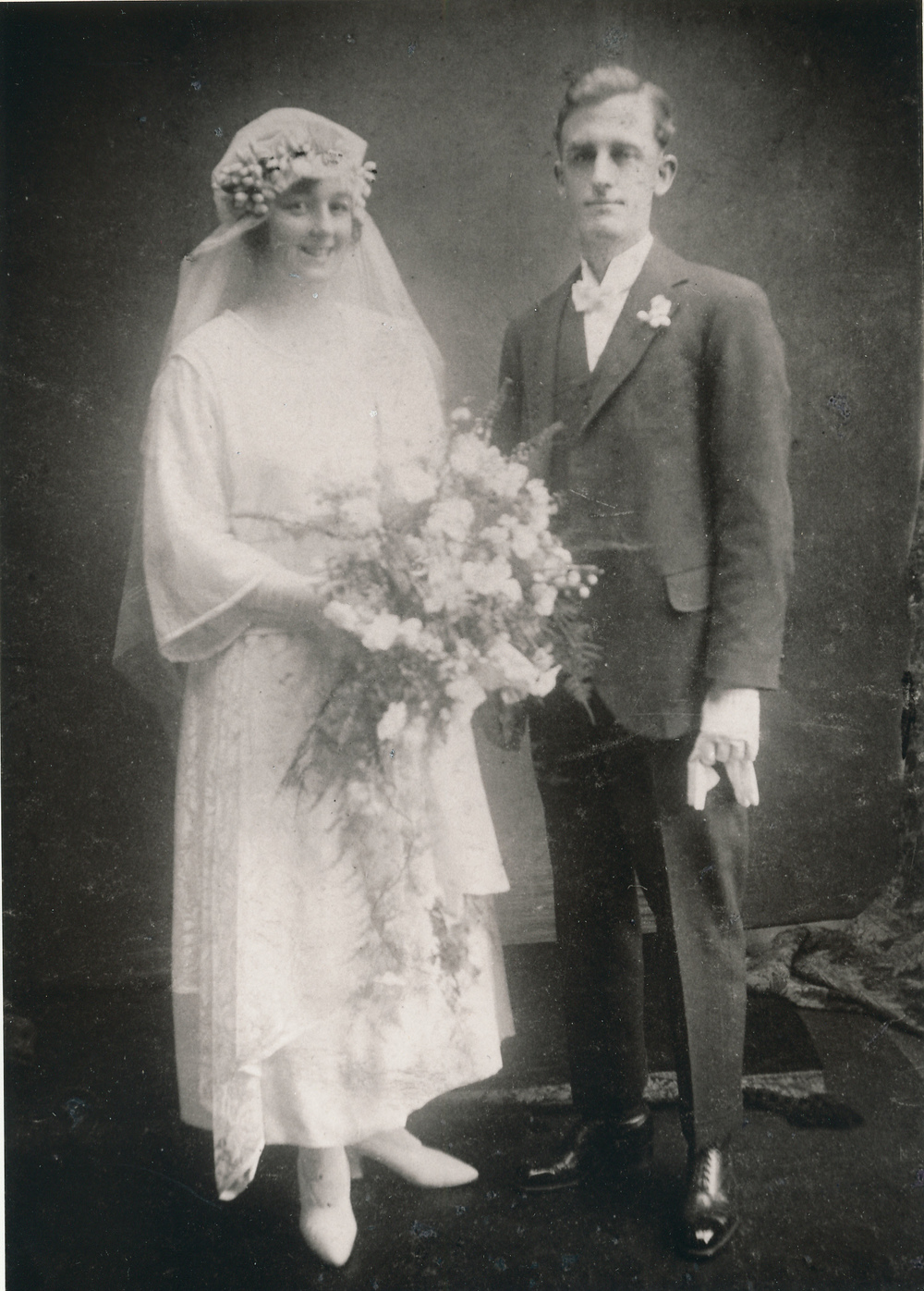 Kathleen Prince and George Belfrage on their wedding day, 1922 (Noel Belfrage Collection)