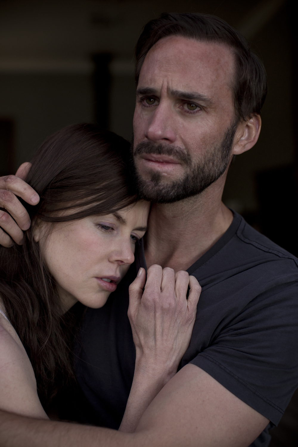 SL49_Catherine Parker (Nicole Kidman) and Matthew Parker (Joseph Fiennes)_Crying, Embraced.JPG