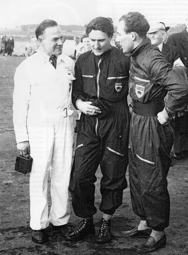 Wilkie Wilkinson, Ian Stewart and Stirling Moss. Photo © The Bill Henderson Collection
