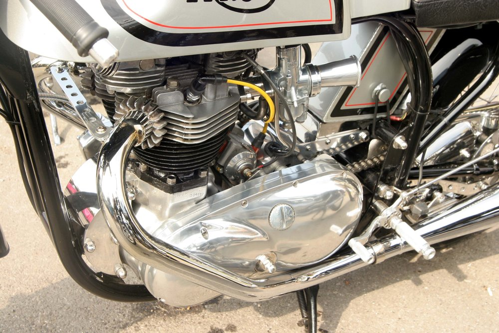 Roger Cucksey identifies a Triumph twin engine, probably a 650, in a Norton featherbed frame, a perfect combination called a 'Triton'. The tank looks classic Norton. Part of the conversion as it fitted and looked prettier. It was a must-have for Rockers at one time alongside the BSA Goldstar